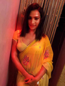 beautiful aunty sexy sharee photo