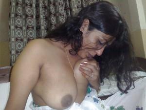 bhabi sucking big boobs image