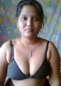 bra wearing indian bhabi pic
