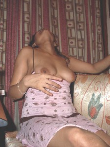 horny bhabi showing boobs pic
