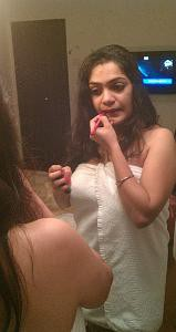 indian bhabi taking makup photo