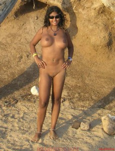 outdoor bhabi showing boobs image