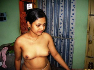 sexy aunty show big boobs image