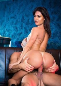 Aao Raja Chitrangada Singh Hot Nude PIc