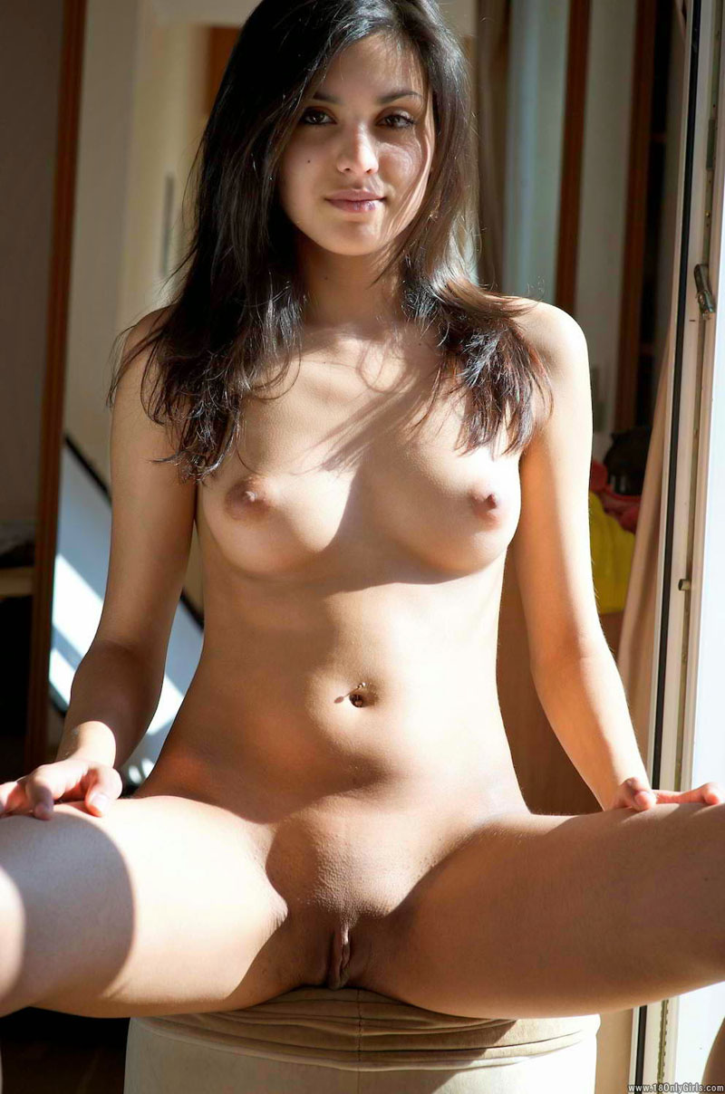 Naked beauty girl