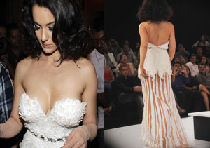 bollywood actress showing her big boobs