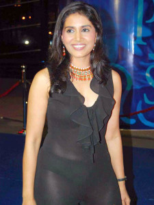 indian actress wear blank dress