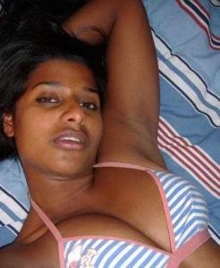 desi bhabi showing boobs selfie