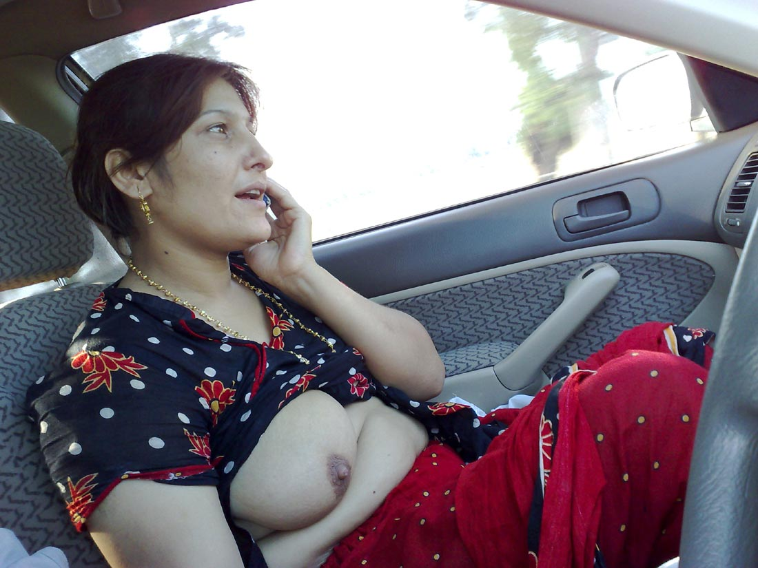 Real Indian Aunty Showing Boobs And Getting Nude At Car Free Hot