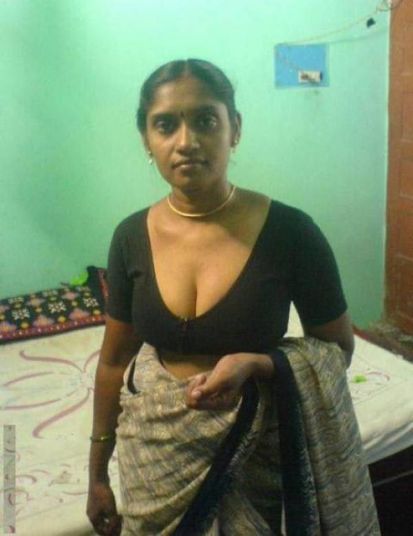 Now all Nude indian girls saree boob