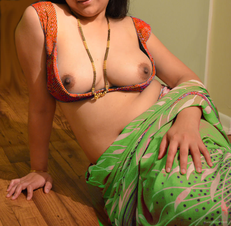 saree Topless aunty in