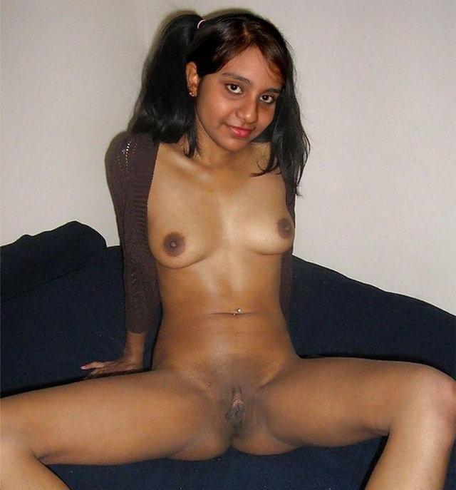 Flashing pussy hot indian girl