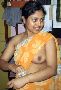 indian sexy mummy removing saree showing boobs black nipples xxx porn images