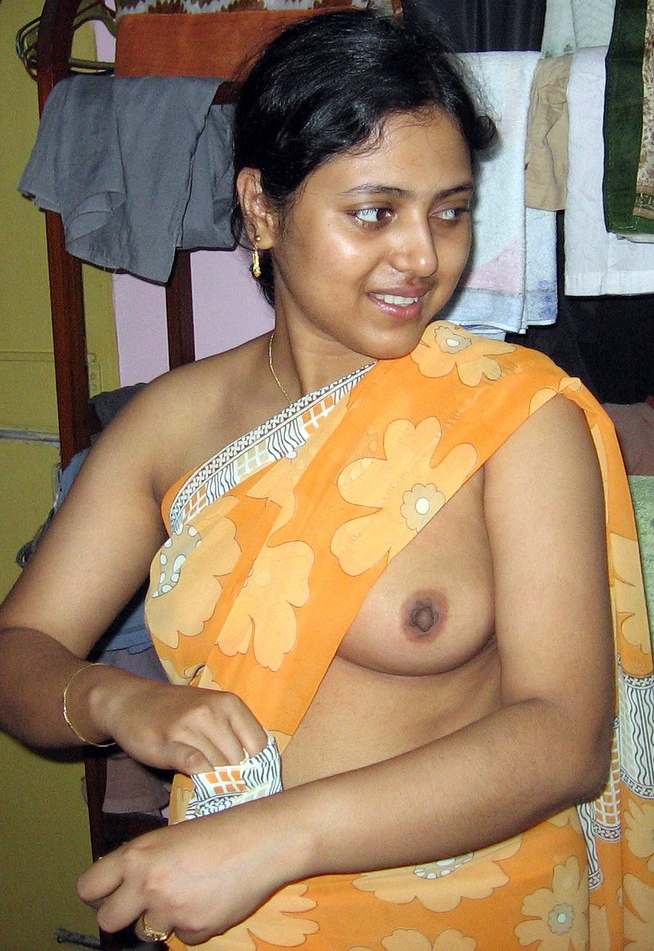 Saree girl boobs