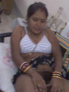 desi indian bhabhi showing hairy chut xxx sex image