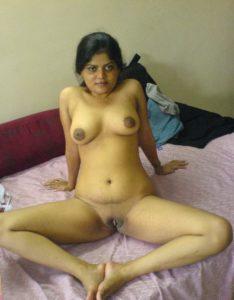 horny indian bhabhi shaved chut pic
