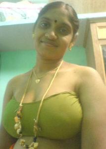 horny south indian bhabhi ki big chuchi photo