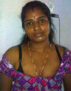 hot south indian bhabhi deep cleavage boobs pic