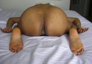 indian aunty exposing big ass nude pic
