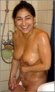 naughty indian bhabhi naked bathshave pic