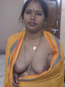 sexy indian bhabhi naked chuchi photo