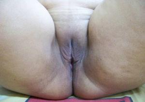 chubby-desi-aunty-shaved-chut