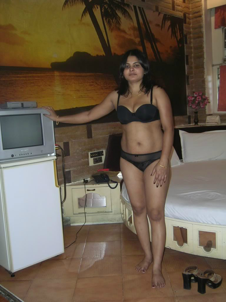 Cute bangalore housewife with big tits poses naked on cam 4