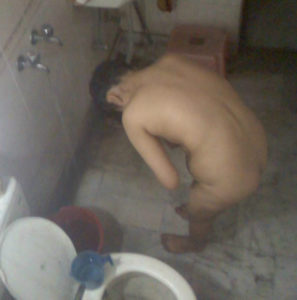 erotic-nude-shower-pic-desi-bhabhi