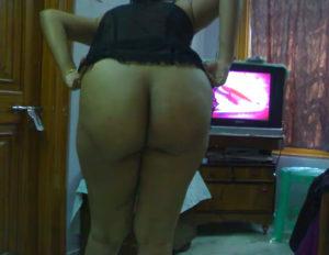curvy nude bum hottie
