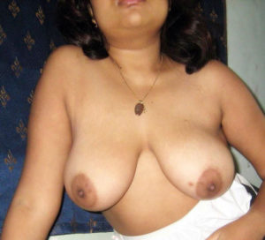 desi babe nude boobs