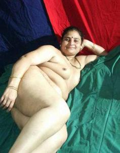 full nude pretty desi babe