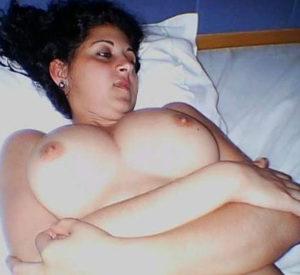 pretty babe nude boobs