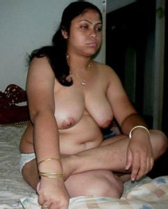 desi aunty big natural tits