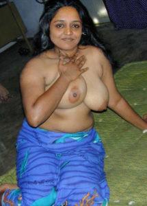 indian babe nude boobs
