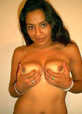 bhabhi naked boobs holding