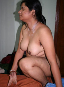 bhabhi naked boobs horny