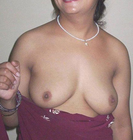Aunty nude boobs pics