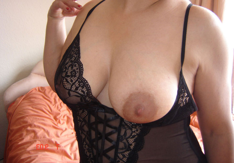 indian small tits nude