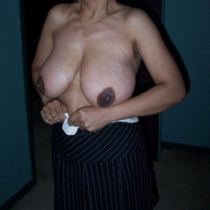 indian bhabhi boobs pic