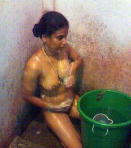 aunty bath naked xx pic