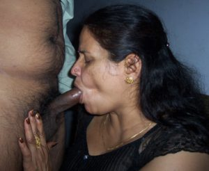 aunty sucking black cock