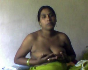 aunty tits naked pic