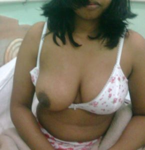 Indian bhabhis thick curvy body revealed