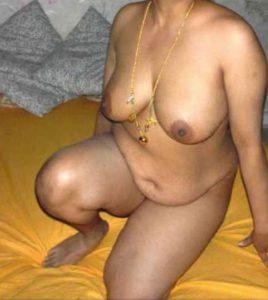 big desi naked aunty photo