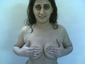 desi aunty touching her boobs