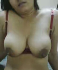 desi bhabhi pose boobs