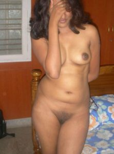 girl shy naked pussy
