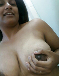 naughty desi aunty boobs