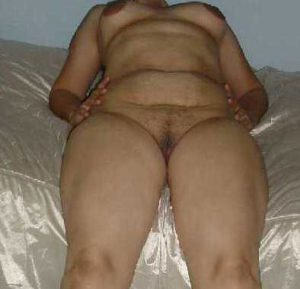 nude aunty clean pussy