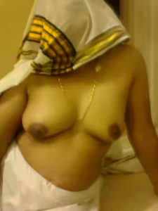 shy bhabhi boobs show